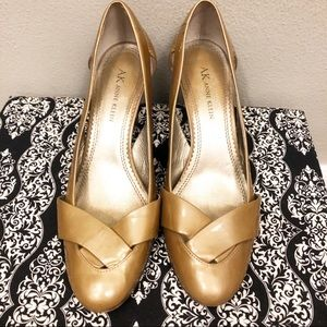 Anne Klein Gold Weave Leather Closed Toe Heels 7.5